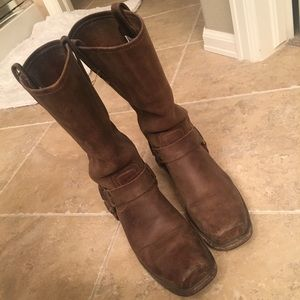 Frye boots size 8 (fits 9)